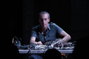 Oren Ambarchi im Issue Project Room, 2013 (Photo: Bradley Buehring)
