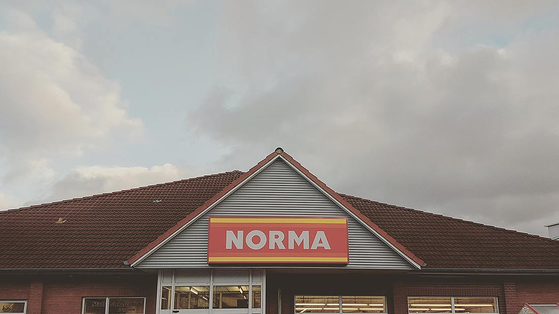 Die Romantik des Norma Discounters unter Wolken (Photo: Martin Hiller)
