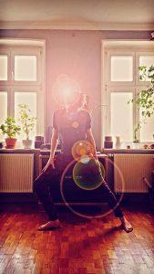 Yoga - gedehntes Strecken und Strampeln zu herrlich mitteilungsloser Ambient-Musik