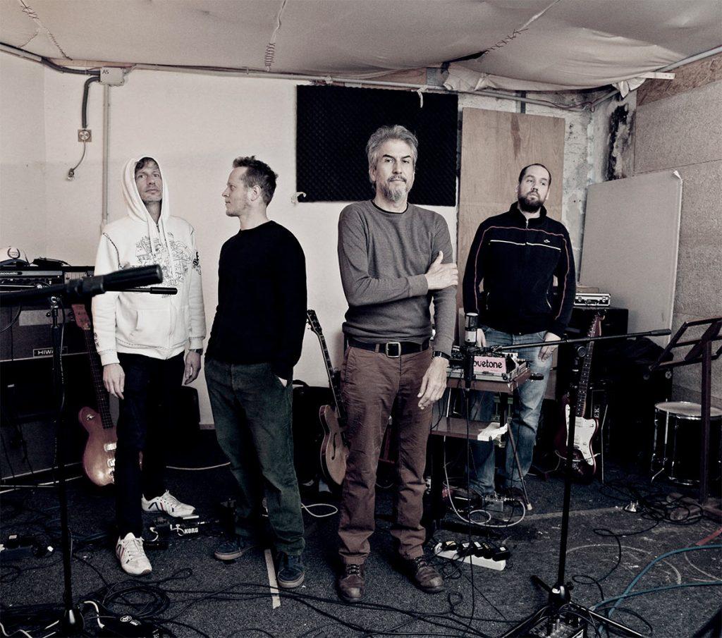 Radian & Howe Gelb: John Norman, Martin Brandlmayr, Howe Gelb, Martin Siewert
