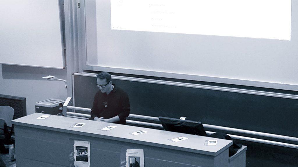 Rafael Horzon im Hörsaal, Institut für Deutsche Philologie, Greifswald